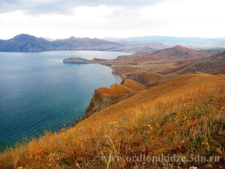 Отдых в Орджоникидзе Крым - золотые холмы Орджо осенью